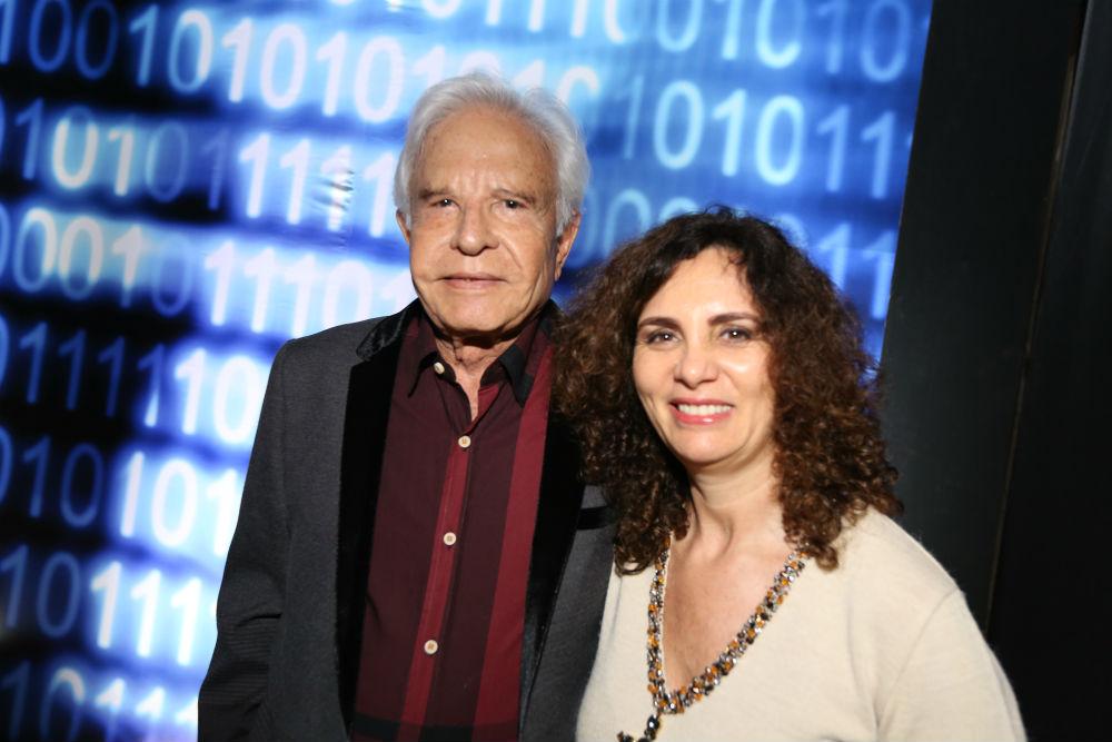 Cid Moreira e a mulher, Fátima Sampaio, no Prêmio Comunique-se 2014. (Paulo Guimarães/ Comunique-se)