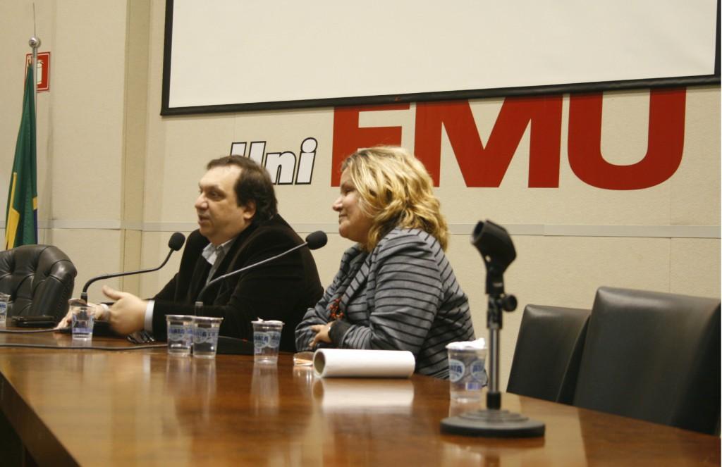 Diretor-geral do Datafolha, Mauro Paulino fala sobre mecanismos de pesquisas eleitorais durante palestra em São Paulo (Emílio Coutinho/ Fiam-Faam)