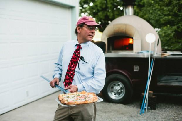 O plano B de Russ Kendall foi montar um negócio com pizza assada no forno a lenha (Reprodução/Facebook)