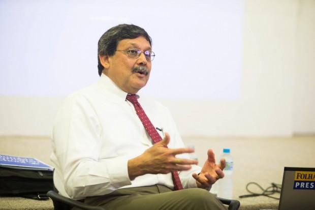 Ernest Sotomayor em palestra na Folha