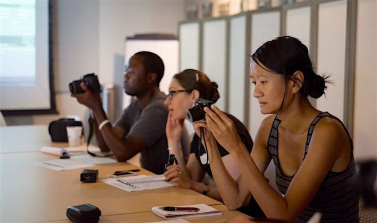 Bolsistas têm workshop de fotografia no programa (Foto: Arquivo da Bolsa Knight em Jornalismo Científico)