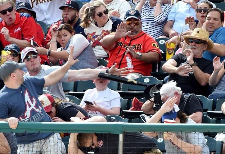 Shaun Cunningham salva seu filho, Landon, de acidente durante jogo de beisebol