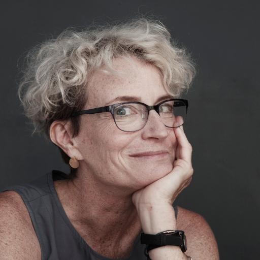 Escritora norte-americana Ashton Applewhite, autora de livro sobre preconceito contra pessoas mais velhas (Foto: Reprodução/Twitter)