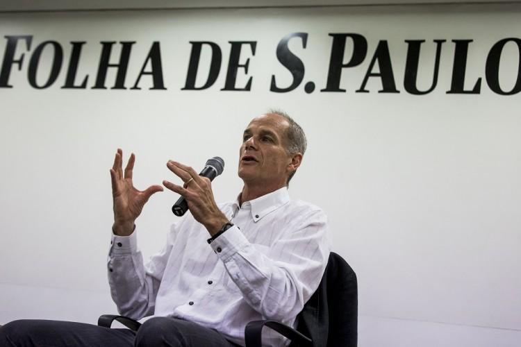 """SAO PAULO - SP - BRASIL, 24-10-2016, 19h20: LIVRO MARCELO GLEISER. Marcelo Gleiser durante lancamento de seu novo livro, """"A Simples Beleza do Inesperado"""", realizado no auditorio da Folha de S.Paulo.  (Foto: Adriano Vizoni/Folhapress, TREINAMENTO) ***EXCLUSIVO FSP***"""